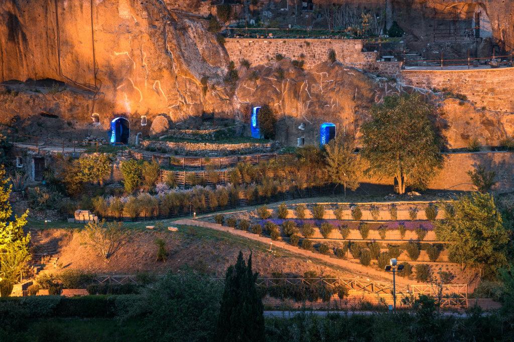 Illuminazione esterna delle grotte di Pitigliano per un privato