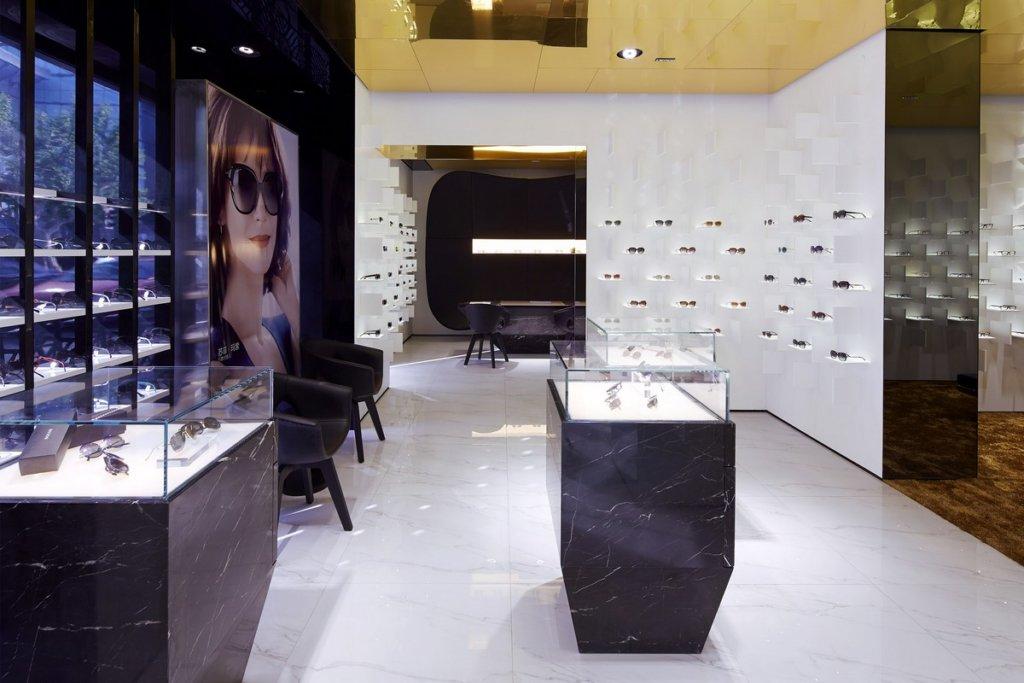 Il negozio di occhiali Bolon Eyeware illuminato dallo studio Pfarré Lighting